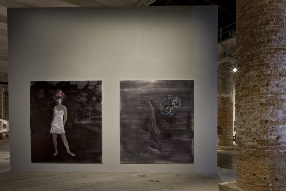 Lorna Simpson, Three Figures, 2014. Foto: Alessandra Chemollo