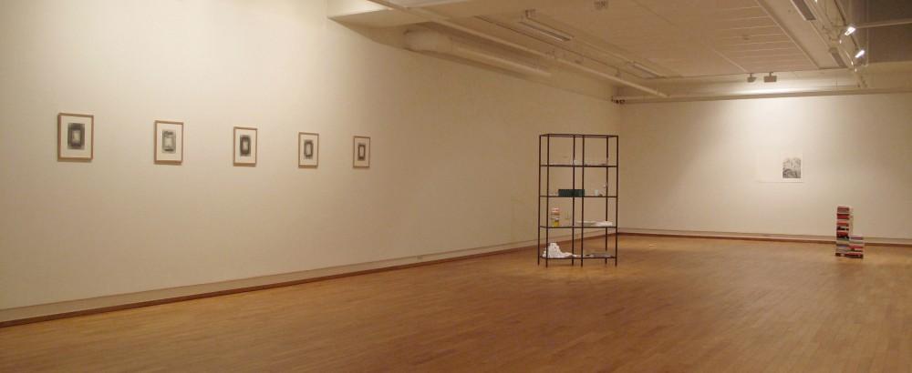 Installsjonsbilde fra 'An uneasy dream', Møre og Romsdal kunstsenter.