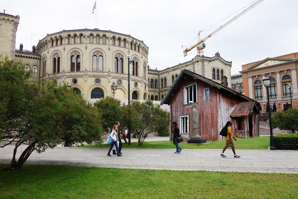 Marianne Heske, House of Commons, 2015. Foran Stortinget. Courtesy Oslo Pilot