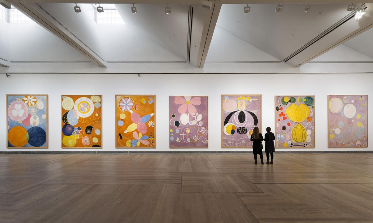 Installasjonsbilde fra da utstillingen Hilma af Klint - abstraksjonens pionér ble vist på Moderna Museet i Stockholm, 2013. Foto: Åsa Lundén/Moderna Museet