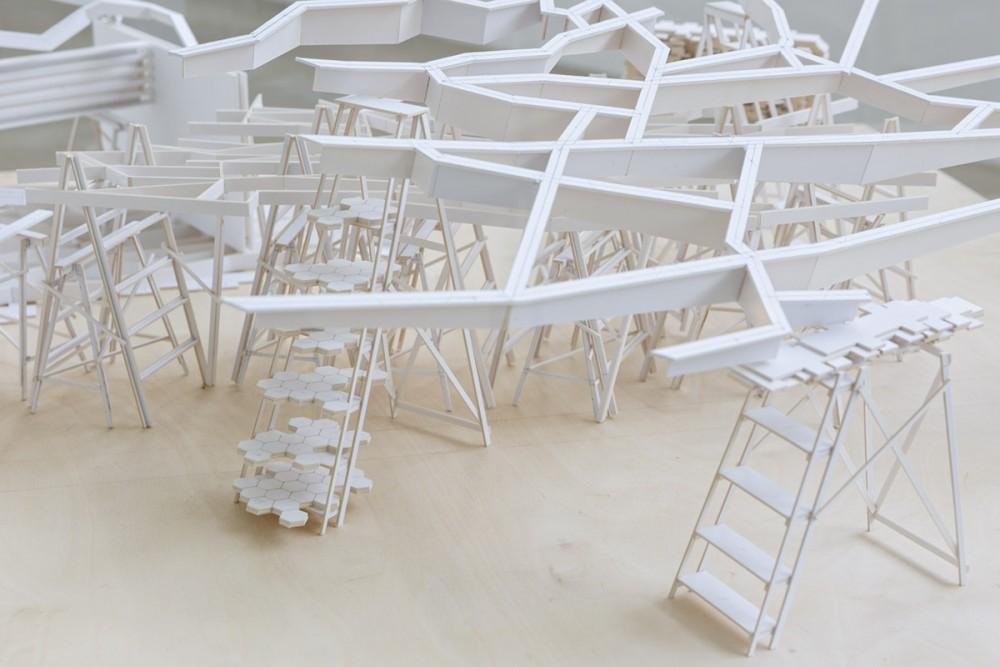Robert Wood, POINTS OF DEPARTURE (detalj), Konstruksjon av kartong på bord av finér, plexiglass.