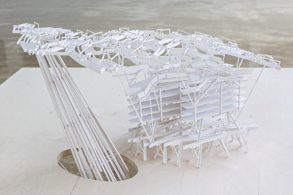 Robert Wood, CANOPY + PYLON (detalj). Konstruksjon av kartong på bord av finér.