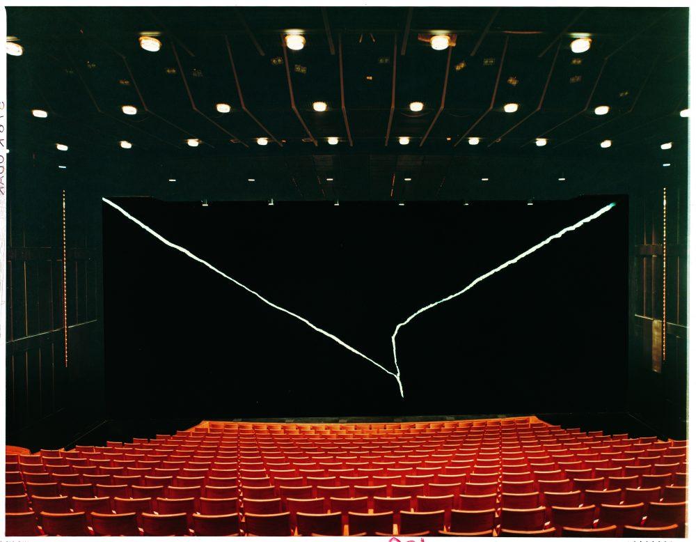 Jan Groth, Sceneteppe Det Norske Teatret, Oslo. Foto: Teigens Fotoatelier. Gjengitt med tillatelse fra Galleri Riis.