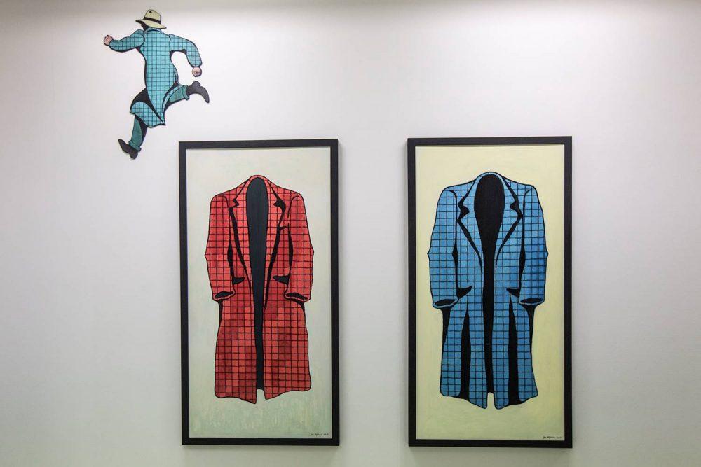 Fantomet opptrer aldri i Jan Håfströms kunst, men tegneserieheltens alter ego, den anonyme Mr. Walker, er en gjennomgangsfigur i kunstnerens ikonografi.