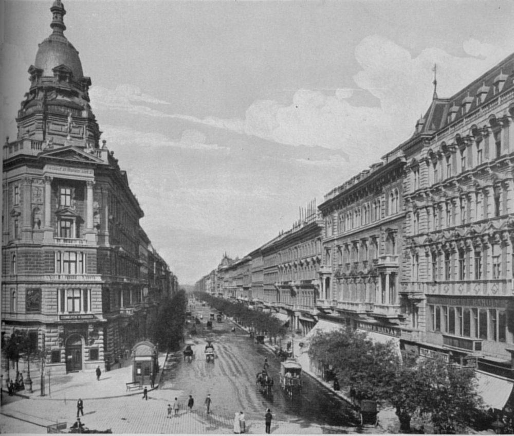 Andrássy Avenue er en monumental gate i Budapest. I 1875 fremsto den ferdig i all sine prakt.