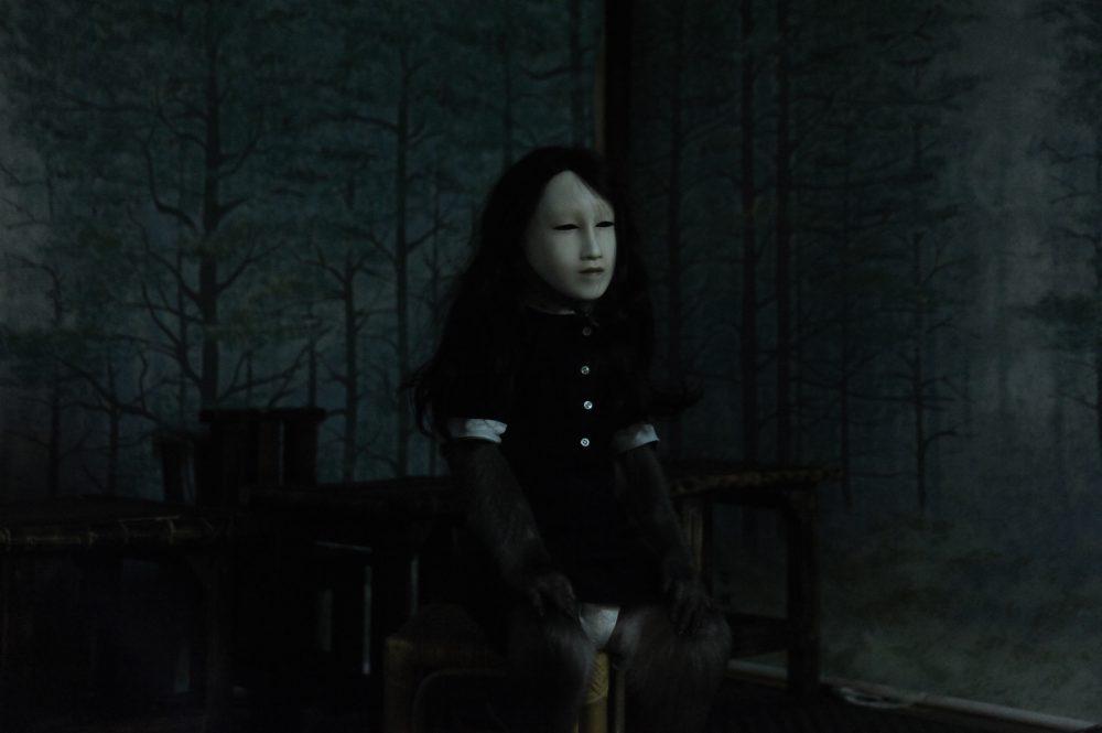 Pierre Huyghe, Untitled (Human Mask), 2014. Film, color, sound. 19 mins. ©kunstneren, Marian Goodman Gallery, New York; Hauser & Wirth, London; Esther Schipper, Berlin; og Anna Lena Films, Paris.